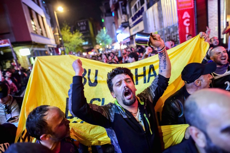 Image: Protesters take to the streets in Istanbul as the first results of the referendum emerge, April 16.