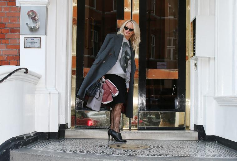 Image: Pamela Anderson arrives at the Ecuadorian Embassy to visit Julian Assange