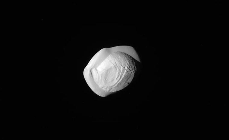 Image: SPACE-CASSINI-SATURN-PAN