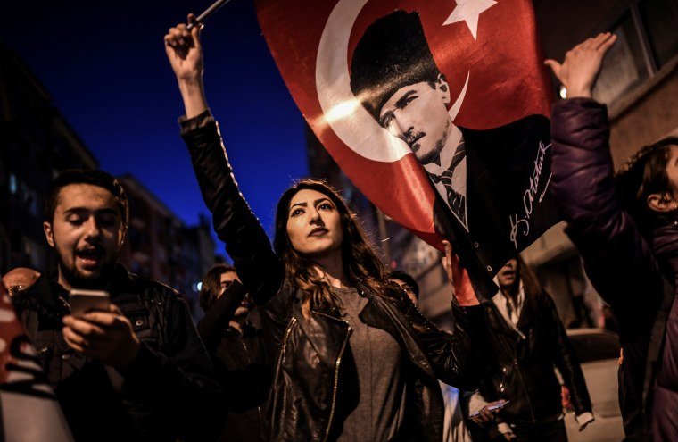 Image: Protesters demonstrate against the Turkey referendum