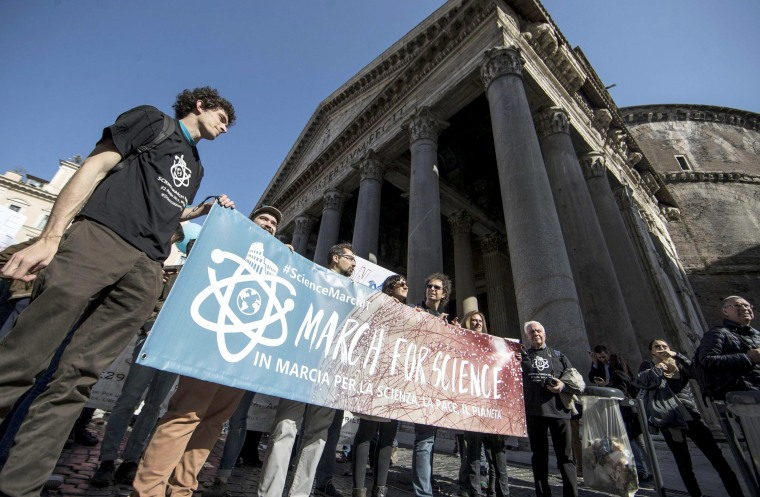 Image: Demonstrators attend the March for Science in front of the Pantheon in Rome, Italy, 22 April 2017.