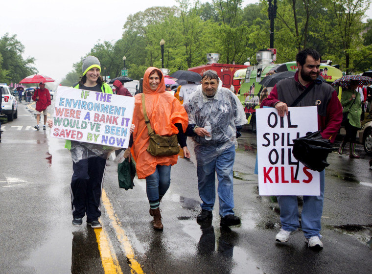 Image: Scientists and supporters participate in the march under a rainy sky in Washington, DC.