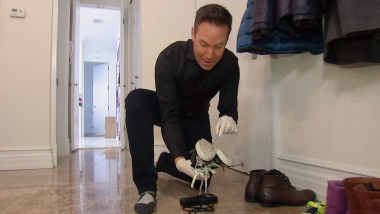 Jeff Rossen swabs his daughter's shoe for bacteria.