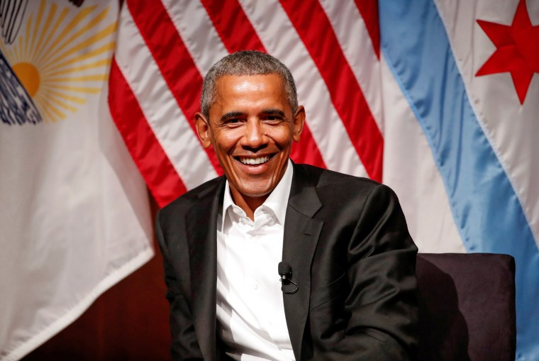 Image: Former U.S. President Barack Obama meets with youth leaders in Chicago