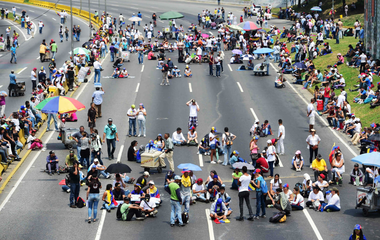Image: Opposition activists organize a sit-in to block the Francisco Fajardo motorway in Caracas
