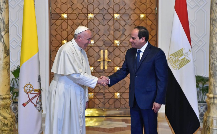 Image: Egyptian President Abdel Fattah al-Sisi shaking hands with Pope Francis