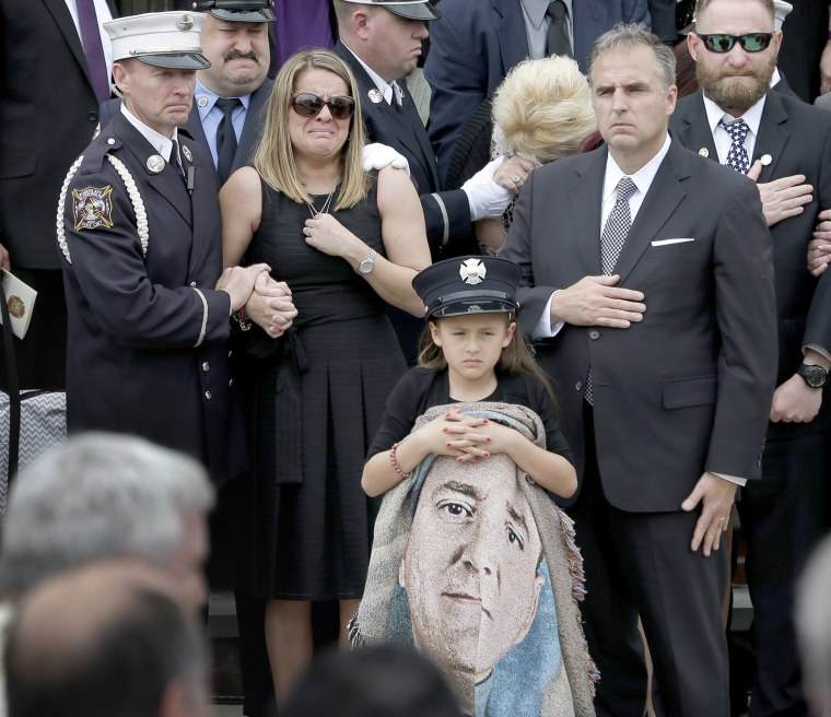 Image: Family Members of Fallen Firefighter Mourn