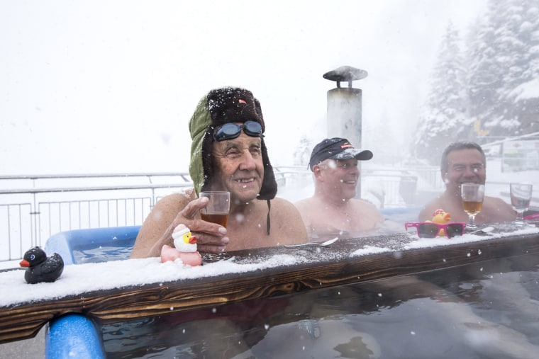 Image: Bathing in Freezing Weather on Stanserhorn Mountain