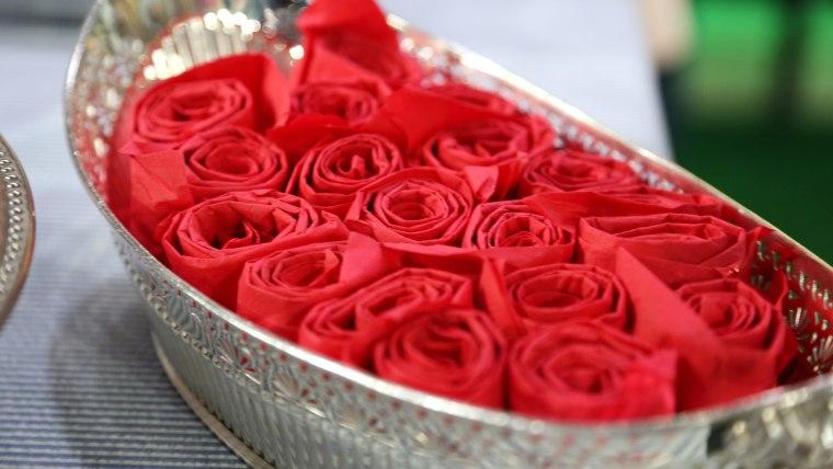 Red rose napkin display