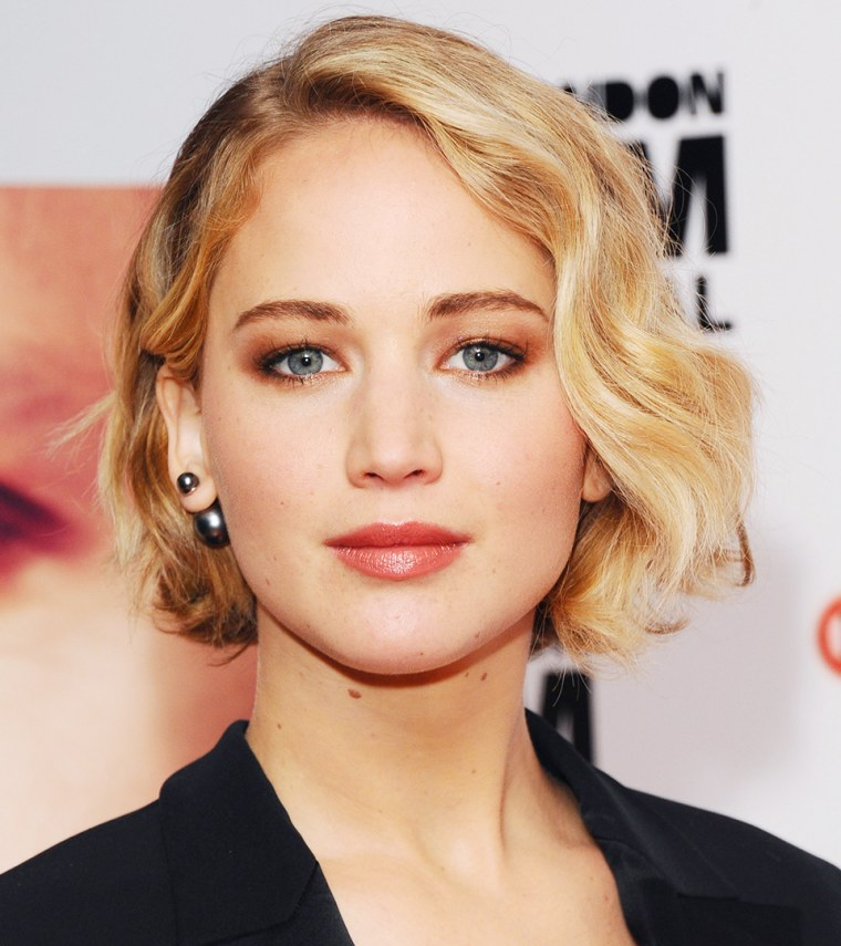 Jennifer Lawrence Has Bangs See Her New Hairstyle