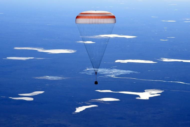 Image: TOPSHOT-KAZAKHSTAN-RUSSIA-US-SPACE-ISS-LANDING