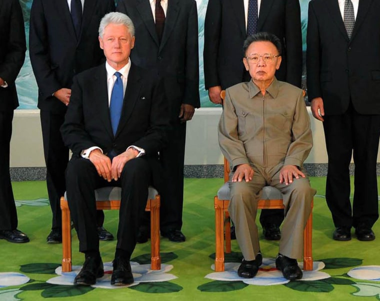 Image: Bill Clinton meets with North Korean leader Kim Jong Il