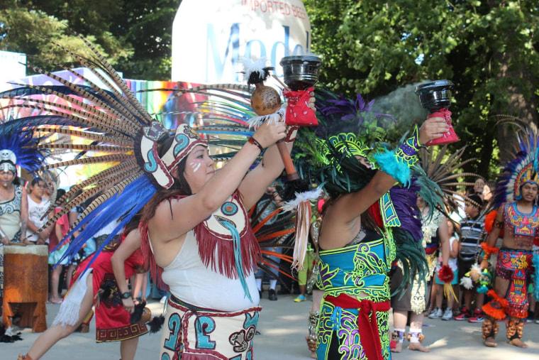 Live performers at Fiesta en la Calle in Sacramento