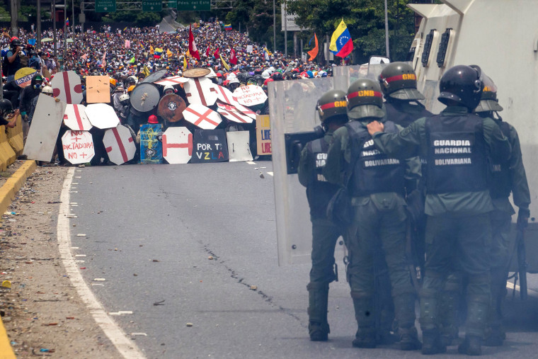 Image: Opposition demonstrators clash with the Bolivarian Guard in Caracas, Venezuela, May 3, 2017.