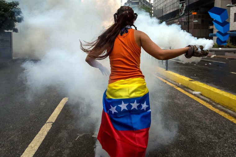 Image: Demonstrators clash with members of the Bolivarian National Police as protests continue in Caracas, Venezuela, April 20, 2017.