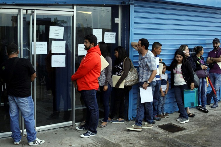 Image: People line up outside a branch of Italcambio Currency Exchange in San Cristobal, Venezuela, March 24, 2017.