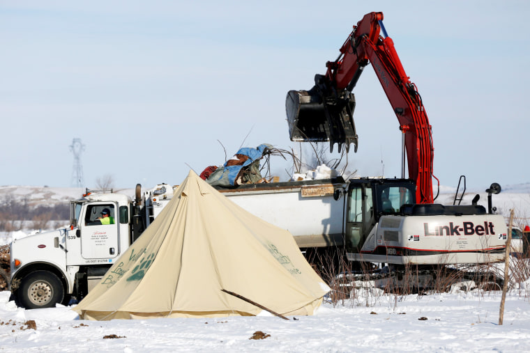 Image: Crews remove waste from the opposition camp against the Dakota Access oil pipeline near Cannon Ball