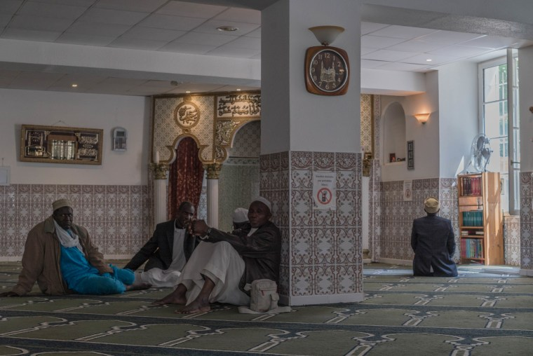 Image: Worshippers at the Bilal Mosque