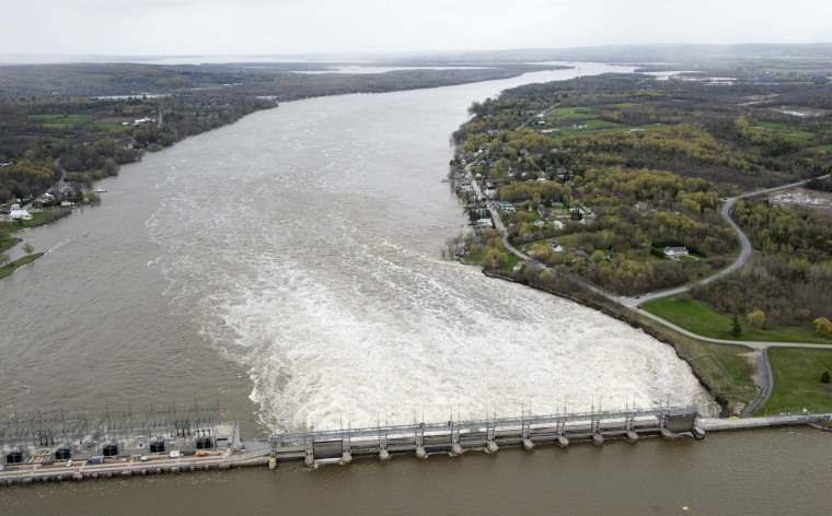 Image: The Carillon dam on the Ottawa River