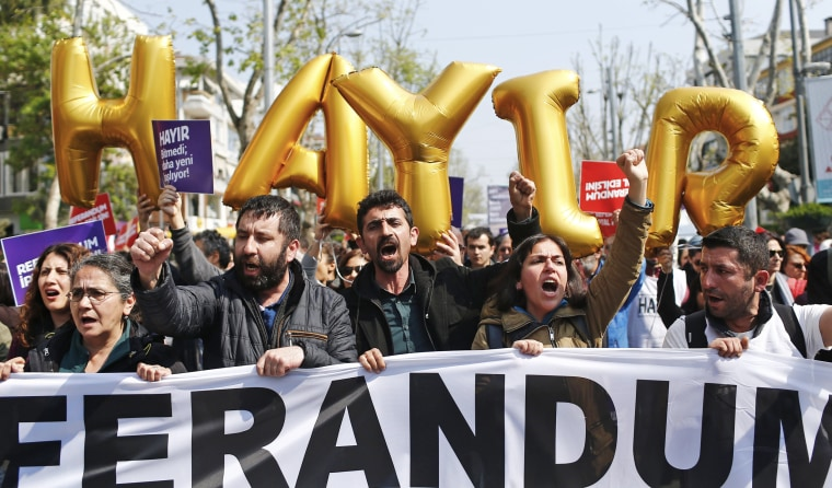Image: Protest against the referendum results in Istanbul