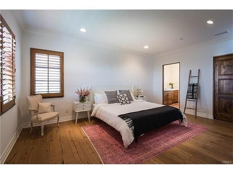 https://media4.s-nbcnews.com/j/newscms/2017_20/1214479/lauren-conrad-bedroom-2-today-170510_dd00cb961f18bc56ef79c65357f6b0e2.fit-760w.jpg