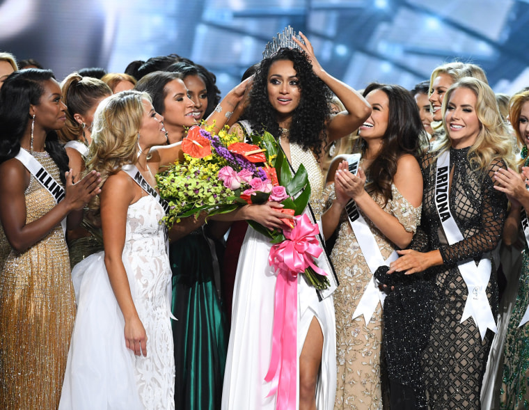 Image: Kara McCullough is crowned Miss USA