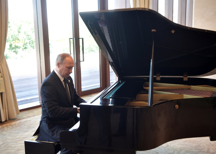 Image: Vladimir Putin plays piano before meeting Chinese leader Xi Jinping.