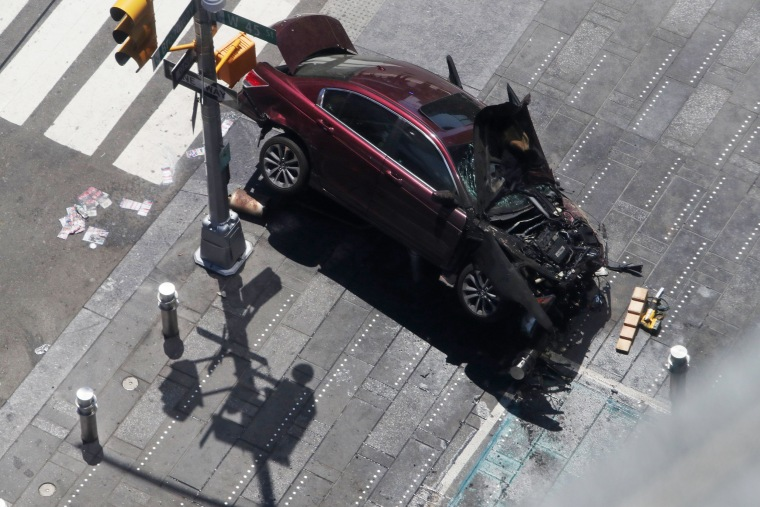 Image: Vehicle strikes pedestrians in Times Square