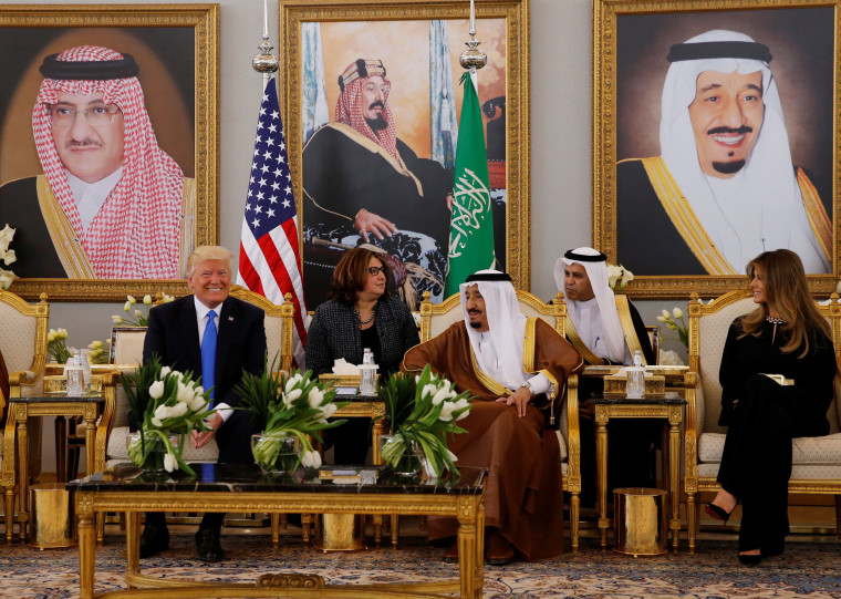 Image: Saudi Arabia's King Salman bin Abdulaziz Al Saud meets with U.S. President Donald Trump during a reception ceremony in Riyadh