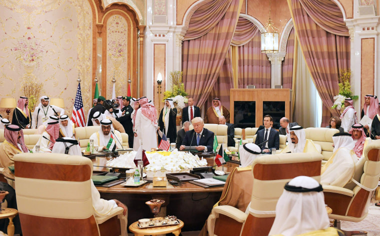 Image: Trump attends a meeting with leaders of the Gulf Cooperation Council