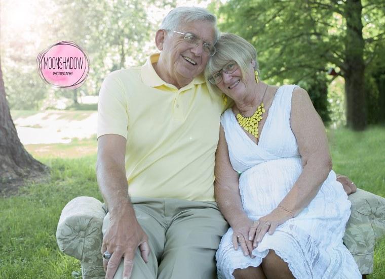 Couple re-creates wedding pose for 50th wedding anniversary