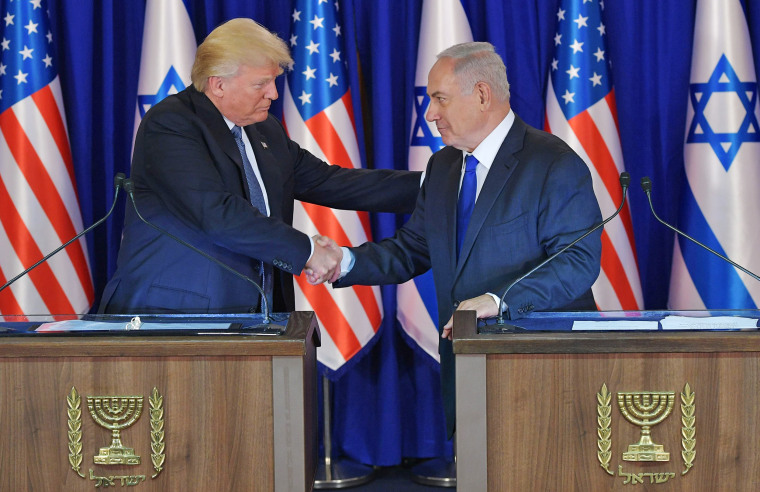 Image: US President Donald Trump (L) and Israel's Prime Minister Benjamin Netanyahu shake hands after delivering press statements