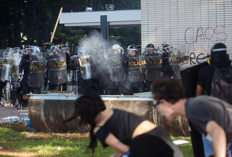 Image: Protesters clash with the police in Brasilia