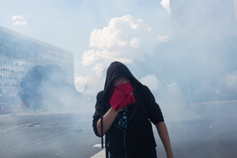 Image: Protesters against President Michel Temer clash with police in Brasilia