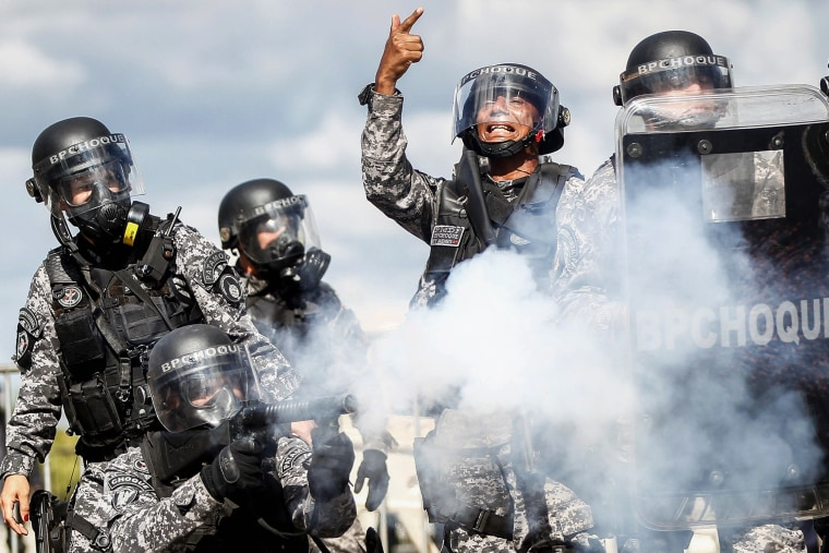 Image: Demonstrators attack the Agriculture Ministry in a protest  in Brasilia
