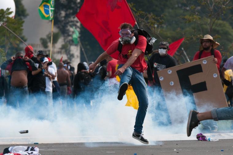Image: Demonstrators clash with police in Brasilia