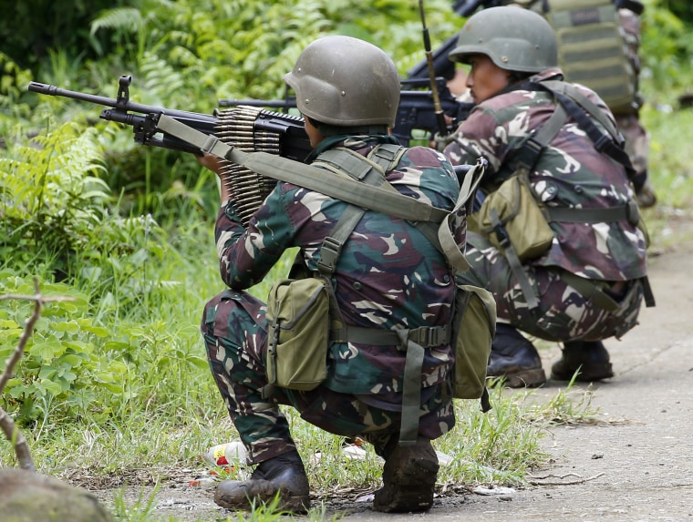 Image: Troops fight militants in Marawi, Philippines