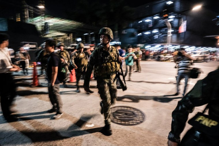 Image: Filipino soldiers take their position outside Resorts World Manila after gunshots and explosions were heard in Pasay City in Manila