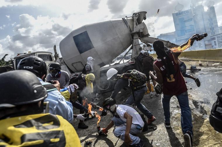 Image: Anti-government protesters block the Francisco Fajardo highway in Caracas
