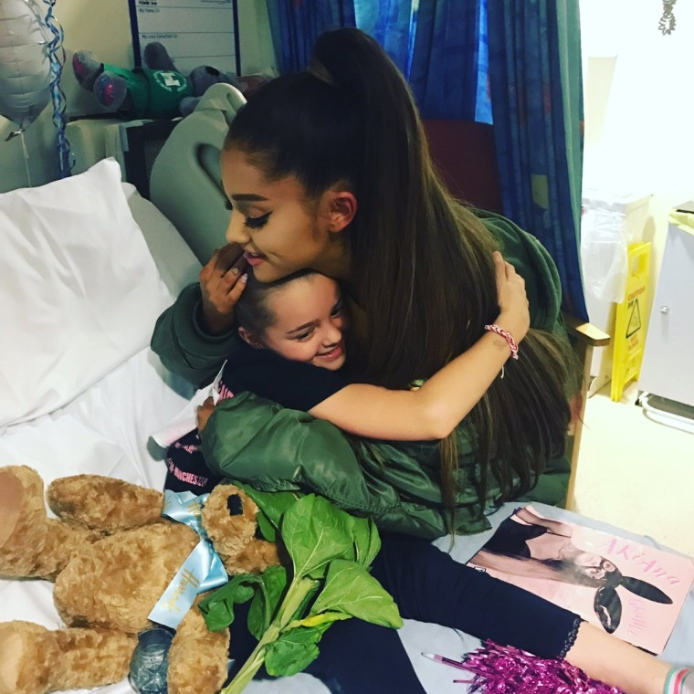 Image: Ariana Grande meets injured fan