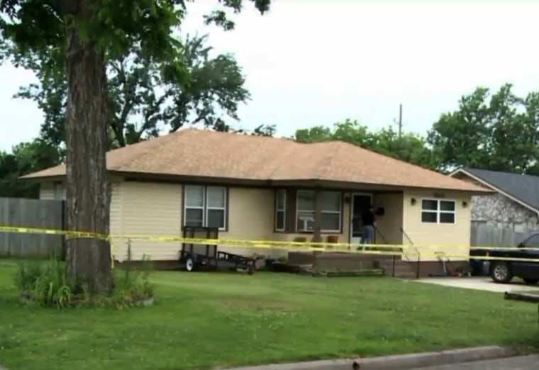 Image: Police investigate a homicide after a man shot and killed his neighbor, who he says he found trying to drown two infants in a bathtub, Ada, Oklahoma, June 4, 2017.