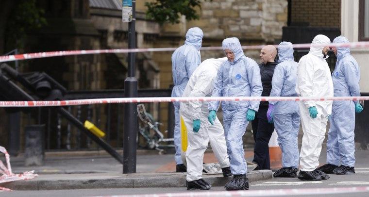 Image: Forensic police investigate around the London Bridge area