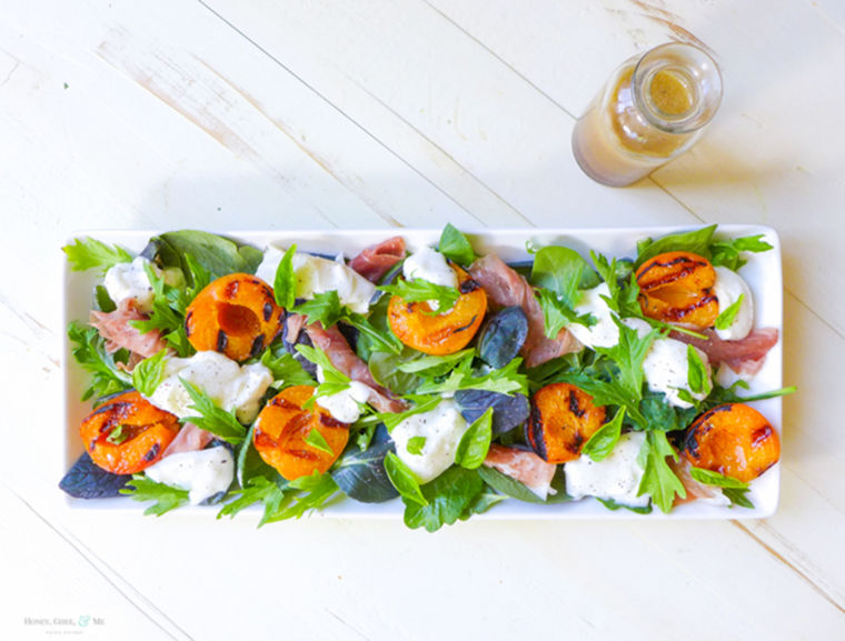 Image: Grilled apricot, prosciutto and burrata salad