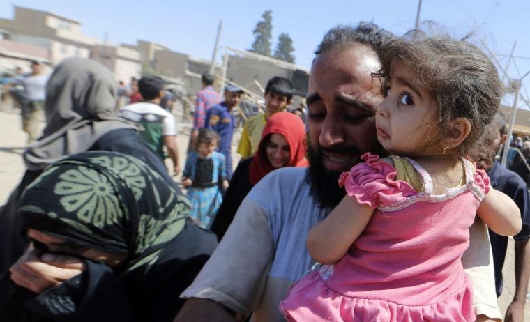 Image: Displaced Iraqis evacuate their home in western Mosul's Zanjili neighbourhood