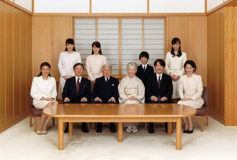 Image: Japanese Emperor Akihito and Empress Michiko smile with their family members