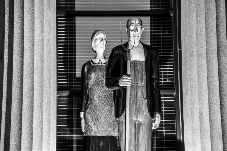 Image: A sculpture of Grant Wood's classic american painting, American Gothic.
