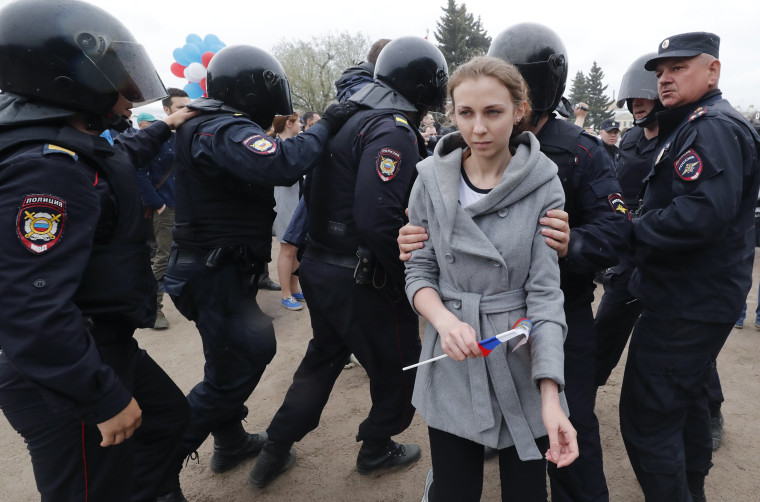 Image: Russian police officers detain a participant of an unauthorized anti-corruption rally