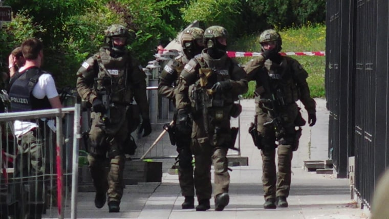 Image: Armed German police secure the scene of the shooting