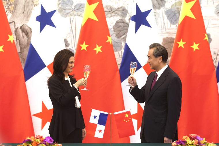 Image: Chinese Foreign Minister Wang Yi and Panama's Foreign Minister Isabel Saint Malo de Alvarado