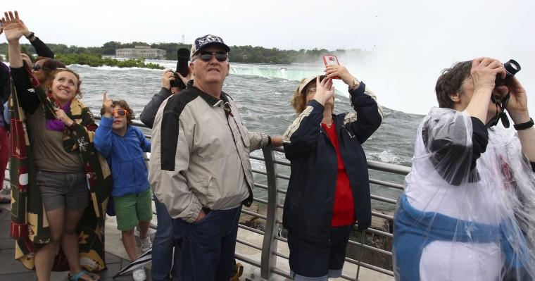 Spectators at Niagara Falls watch Erendira Wallenda's record breaking stunt